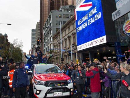 CI SIAMO ILLUSI: TEAM NEW ZEALAND E' PIU' VELOCE ED E' AD UN PASSO DALLA VITTORIA
