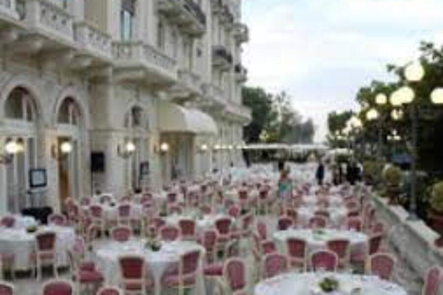 La Terrazza Dolce Vita a Rimini: Cracco e Noemi tra gli OSPITI