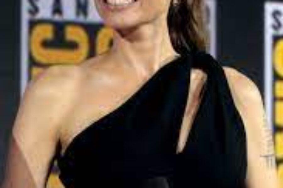 ANGELINA JOLIE: Tra un EX e THE WEEKND