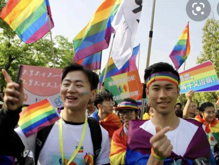 L'UNIVERSITÀ di SHANGHAI vuole SCHEDARE gli STUDENTI LGBTQ+