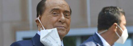 Berlusconi ricoverato al San Raffaele di Milano, lo staff: «Valutazione clinica approfondita»