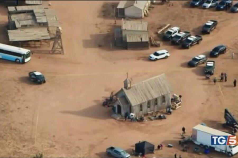 """TRAGEDIA sul set del film Western """"RUST"""", Hannah Gutierrez Reed  NON  ha CONTROLLATO che la pistola FOSSE SCARICA."""