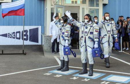 """""""Challenge"""": il primo film girato in orbita. Dopo 12 giorni di riprese, il team russo è tornato sull Terra"""