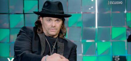Gianluca Grignani intervistato da Silvia Toffanin, si commuove e racconta i suoi lati oscuri.
