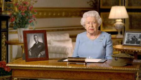 Regina Elisabetta, ansia per la sua salute. I medici: «Deve stare a riposo». E salta l'ultimo viaggio